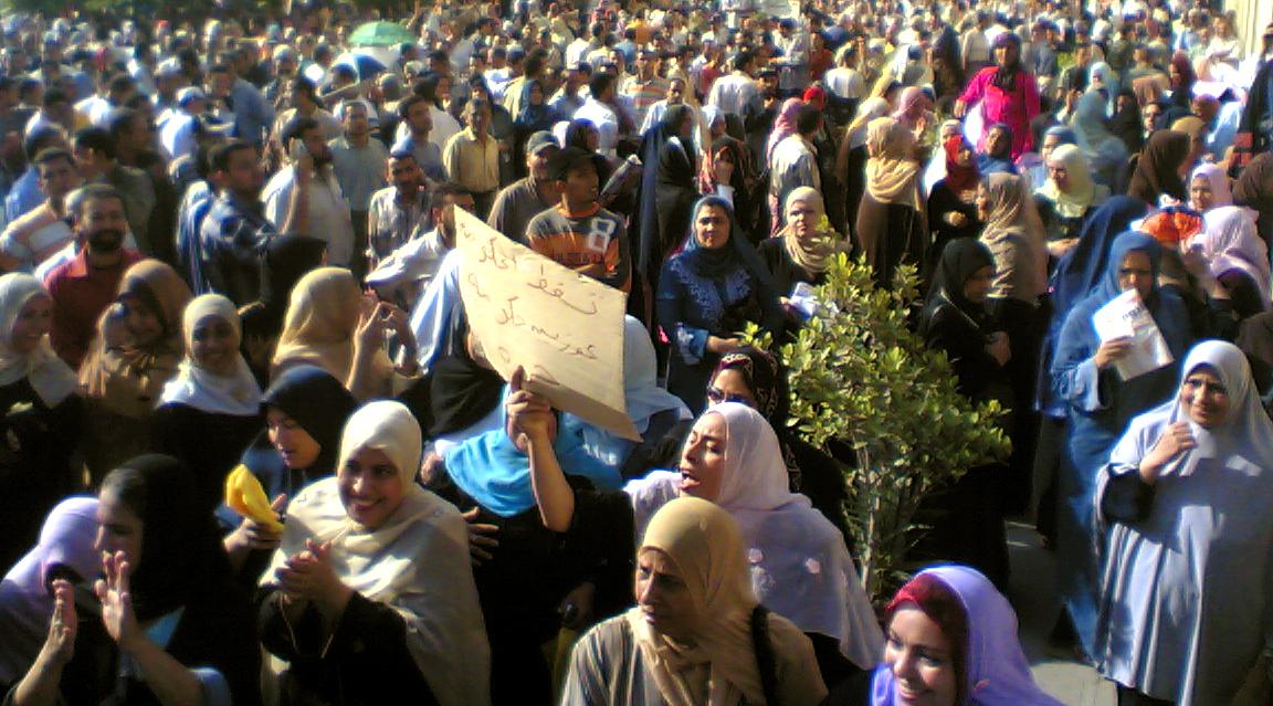Ghazl el-Mahalla Workers on Strike, Photo by Kareem el-Beheiri, 23 September 2007