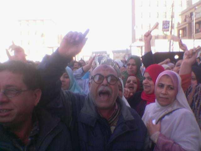 عمال وأهالي المحلة يطالبون برفع الحد الأدنى للأجور، ١٧ فبراير ٢٠٠٨، عدسة محمد أبو الدهب